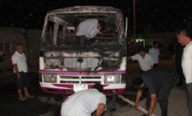 Víctor Larco: Delincuentes incendian autobús porque propietario se negó a pagar cupos